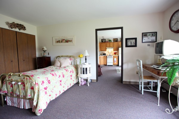 Maplewood of Mt. Pleasant: Private Guest Room